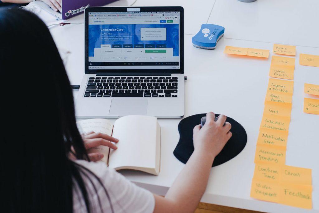 przebudowa firmowej strony internetowej - ocena ram czasowych